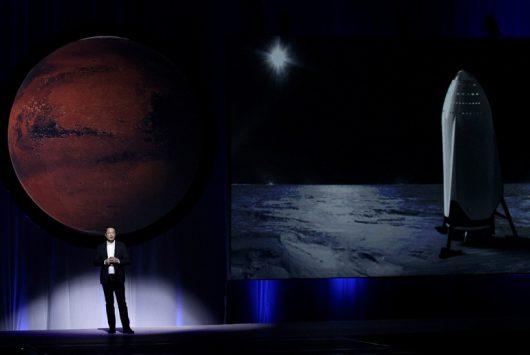 Elon Musk przedstawiający swoje plany podczas konferencji /Ulises Ruiz Basurto /PAP/EPA