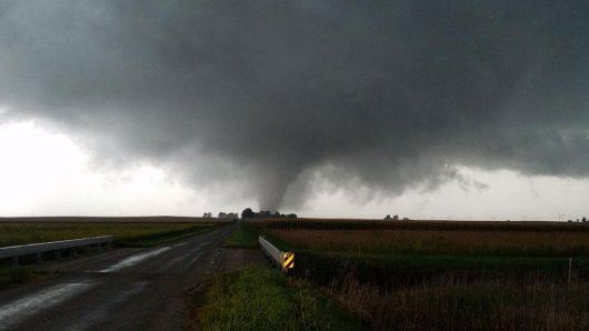 homer-usa-tornado-niszczylo-domy-w-illinois-1
