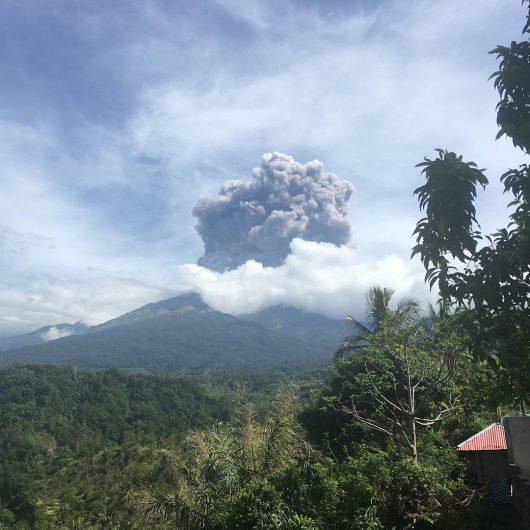 indonezja-gwaltowna-erupcja-wulkanu-rinjani-na-wyspie-lombok-2