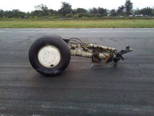 indonezja-samolot-transportowy-ladowal-awaryjnie-przewozil-na-pokladzie-14-ton-paliwa-4