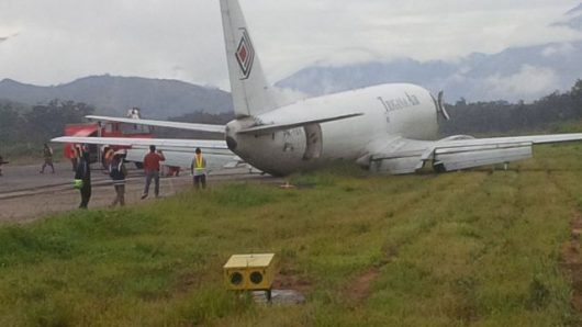indonezja-samolot-transportowy-ladowal-awaryjnie-przewozil-na-pokladzie-14-ton-paliwa
