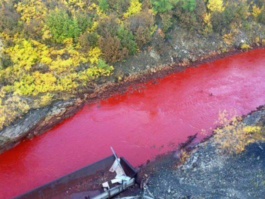 norylsk-rosja-rzeka-na-syberii-zmienila-kolor-na-czerwony-2