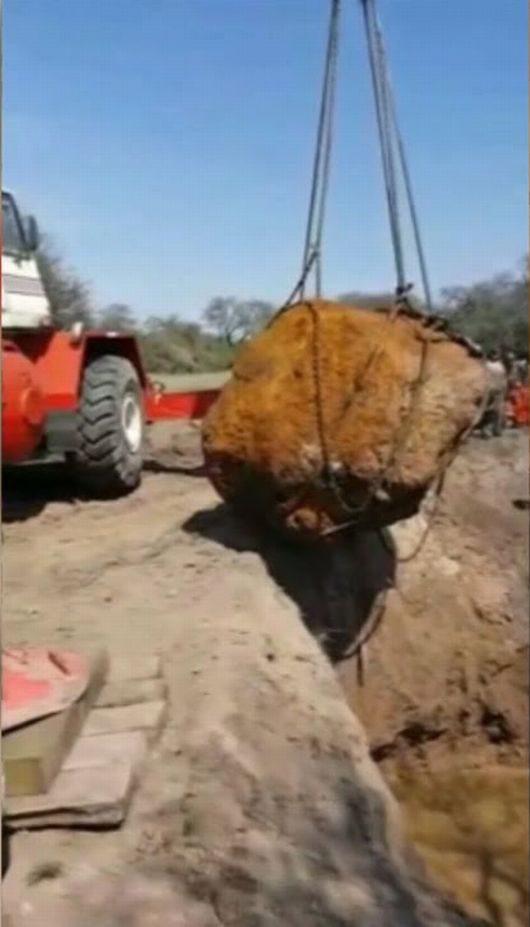 w-argentycie-wyciagnieto-z-ziemi-drugi-najwiekszy-meteoryt-na-swiecie-wazy-30-8-tony-3
