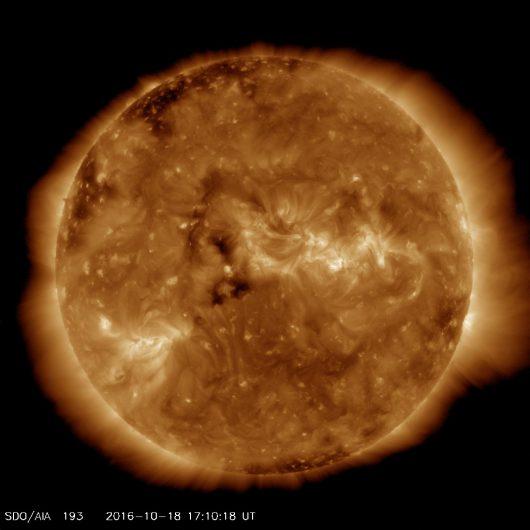 Słońce z 17:10, UTC, 18.10.2016 r, 19.3nm (AIA193).