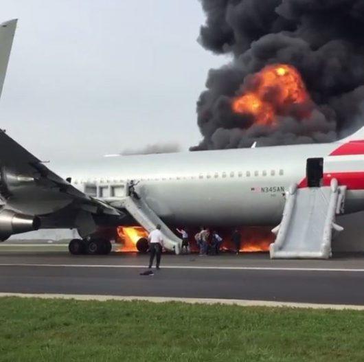 chicago-usa-podczas-kolowania-w-strone-pasa-startowego-zapalil-sie-silnik-samolotu-american-airlines-4