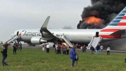 chicago-usa-podczas-kolowania-w-strone-pasa-startowego-zapalil-sie-silnik-samolotu-american-airlines