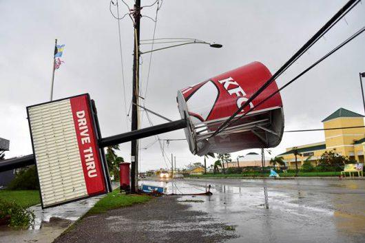 huragan-matthew-zabil-na-haiti-okolo-tysiaca-osob-w-karolinie-polnocnej-ogloszono-stan-wyjatkowy-ze-wzgledu-na-zniszczenia-i-powodz-11