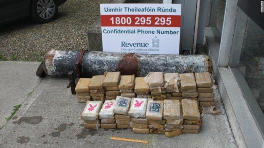 irlandia-na-plazy-znaleziono-metalowa-dwumetrowa-rure-w-ktorej-znajdowalo-sie-75-kilogramow-kokainy-o-wartosci-4-5-mln-funtow