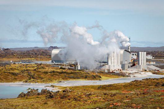 Elektrownia geotermalna znajdująca się na Półwyspie Reykjanes.