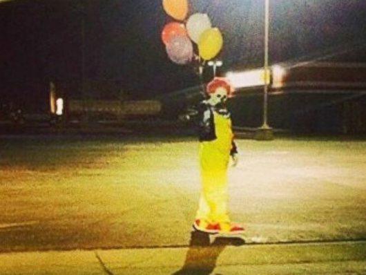 klauny-zaczynaja-straszyc-ludzi-w-kolejnych-panstwach-biegaja-z-nozami-za-dziecmi-8