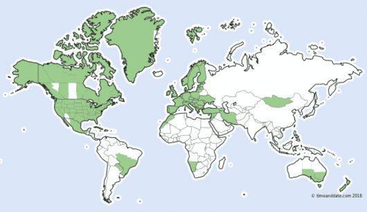 kolorem-zielonym-zaznaczone-sa-kraje-w-ktorych-zmienia-sie-czas-na-letni