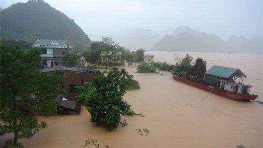 tajfun-sarika-uderzyl-w-filipiny-wiatr-wial-w-porywach-do-260-km-h-teraz-kieruje-sie-na-wietnam-2