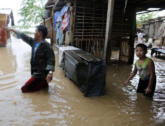 tajfun-sarika-uderzyl-w-filipiny-wiatr-wial-w-porywach-do-260-km-h-teraz-kieruje-sie-na-wietnam-3