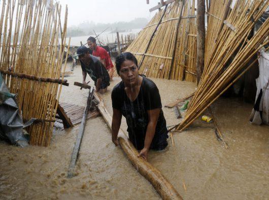 tajfun-sarika-uderzyl-w-filipiny-wiatr-wial-w-porywach-do-260-km-h-teraz-kieruje-sie-na-wietnam-4