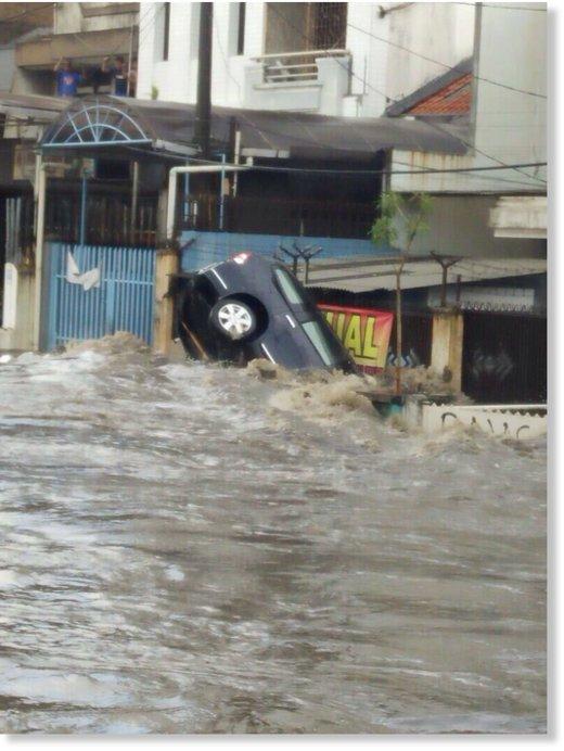 ulewny-deszcz-w-egipcie-26-ofiar-powodzi-blyskawicznych-1