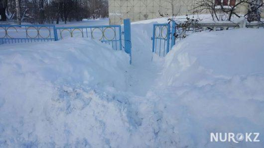oskemen-kazachstan-ogromne-opady-sniegu-miasto-zostalo-zasypane-1