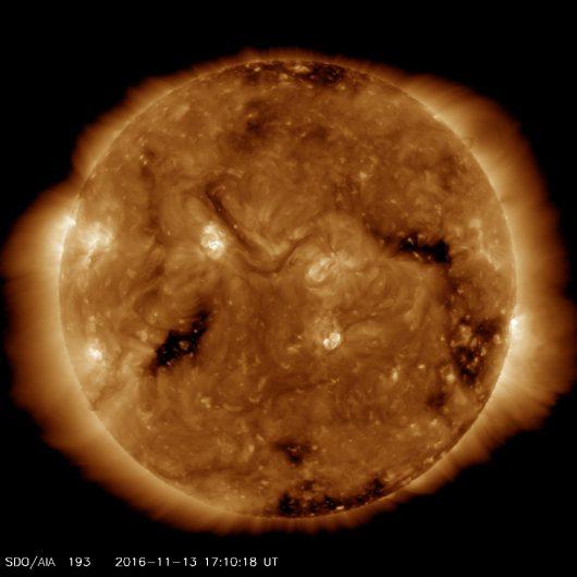 Słońce 13.11.2016 r, 17:11 UTC, AIA193 (19.3nm).