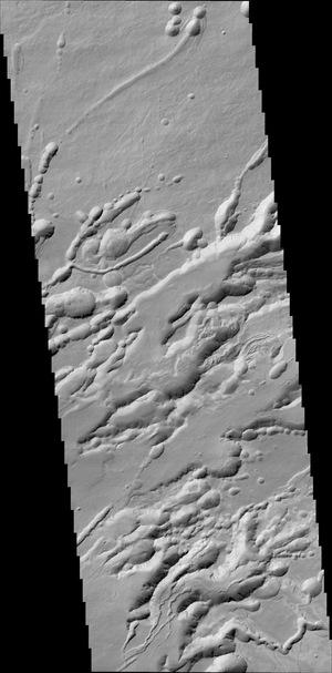 25-kilometrowy pas terenu w rejonie Arsia Chasmata /ESA/Roscosmos/ExoMars/CaSSIS/UniBE; AutoStitch (University of British Columbia) /materiały prasowe