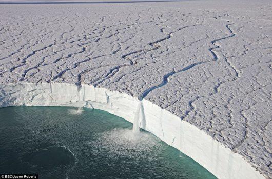 biegun-polnocny-topnienie-pokrywy-lodowej