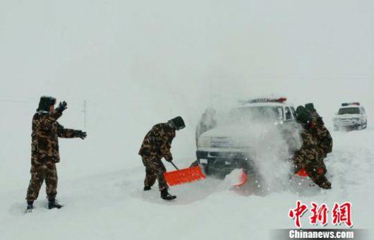 chiny-bardzo-duze-opady-sniegu-wystepuja-w-regionie-xinjiang-1