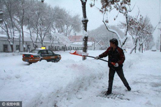 chiny-bardzo-duze-opady-sniegu-wystepuja-w-regionie-xinjiang-2
