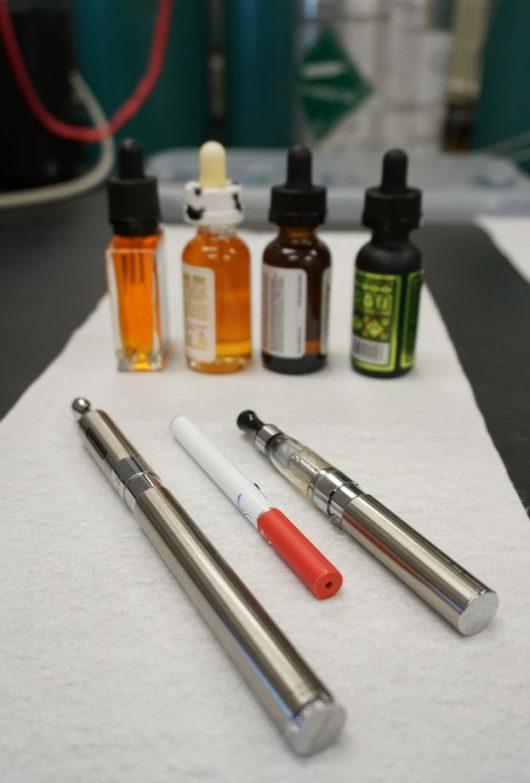 E-papierosy i substancje zapachowe użyte w testach /DRI /materiały prasowe