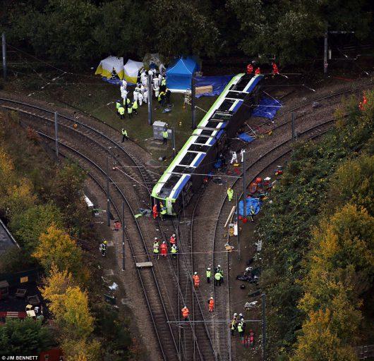 londyn-uk-tramwaj-wypadl-z-torow-zginelo-7-osob-ponad-50-rannych-2