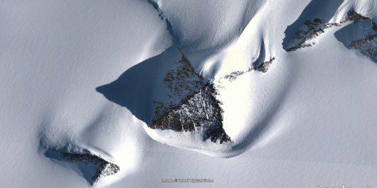 na-antarktydzie-znajduje-sie-gora-w-ksztalcie-piramidy-1
