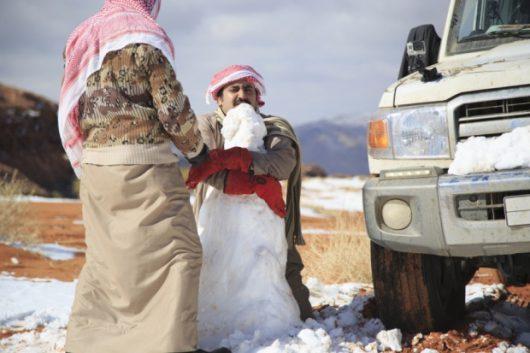 ogromna-anomalia-w-arabii-saudyjskiej-pustynia-zasypana-sniegiem-i-temperatury-ujemne-11