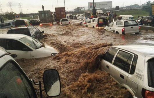po-kilkumiesiecznej-suszy-ogromna-powodz-w-republice-poludniowej-afryki-2