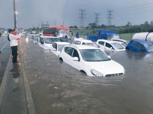po-kilkumiesiecznej-suszy-ogromna-powodz-w-republice-poludniowej-afryki-6
