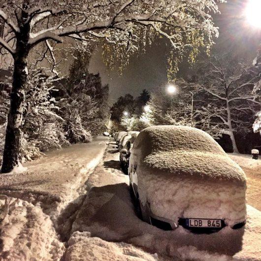 sztokholm-szwecja-duze-opady-sniegu-sparalizowaly-ruch-drogowy-1