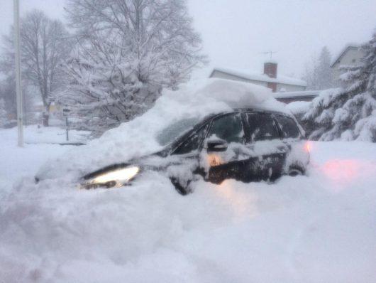 sztokholm-szwecja-duze-opady-sniegu-sparalizowaly-ruch-drogowy-3
