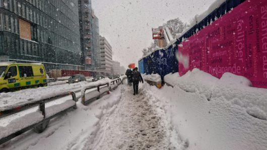 sztokholm-szwecja-duze-opady-sniegu-sparalizowaly-ruch-drogowy-7