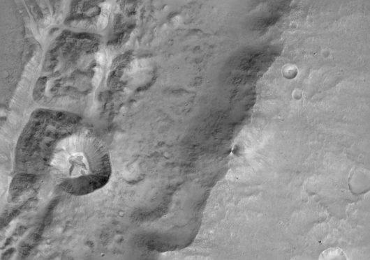 Zdjecie powierzchni Marsa wykonane 22 listopada z pomocą instrumentu CaSSIS /ESA/Roscosmos/ExoMars/CaSSIS/UniBE /materiały prasowe