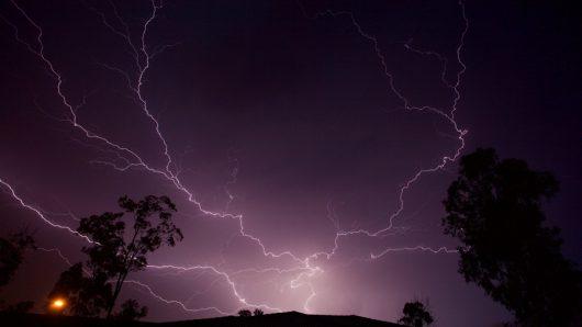 australia-nawalnice-w-brisbane-zaskoczyly-ludzi-nie-dzialal-system-ostrzezen-sms-1