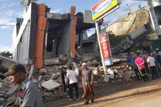 indonezja-w-trzesieniu-ziemi-na-sumatrze-o-sile-6-5-zginelo-ponad-100-osob-3