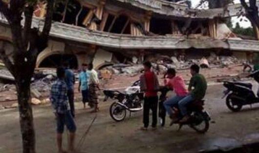 indonezja-w-trzesieniu-ziemi-na-sumatrze-o-sile-6-5-zginelo-ponad-100-osob-5