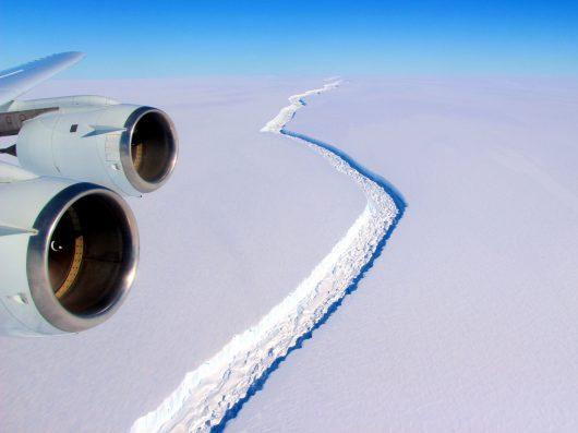 pojawila-sie-potezna-rozpadlina-w-antarktycznym-lodowcu-larsen-c-2