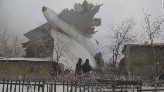 Kirgistan – Samolot transportowy Boeing 747 spadł na miejscowość Dacza-Suu, zniszczył 15 domów, uszkodził 43, zginęło co najmniej 37 osób