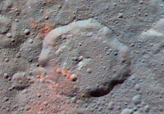 Na planecie karłowatej Ceres w rejonie krateru Ernutet znaleziono ślady substancji organicznych