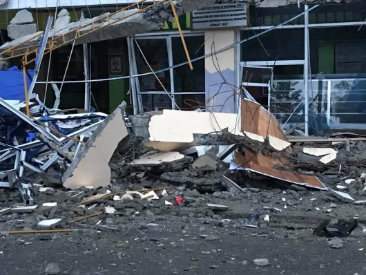 Surigao, Filipiny – W trzęsieniu ziemi zginęło co najmniej 15 osób, ponad 120 rannych, zniszczone budynki i mosty
