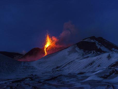 Włochy – Dziesięć osób zostało rannych w wyniku erupcji piroklastycznej wulkanu Etna [Video]