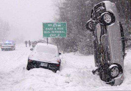 USA – Niż Stella wywołał burze śnieżną, spadł prawie metr śniegu, wiatr w porywach przekraczał 100 km/h