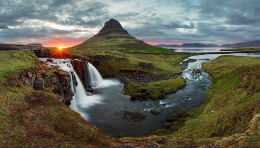 """Islandia coraz popularniejsza wśród turystów, Guide to Iceland z Reykjaviku pomoże wybrać rodzaj wycieczki na """"wyspę lodu i ognia"""", na dodatek w języku polskim"""