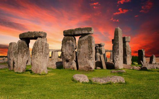 UK – Stonehenge wraz zmiejscem, gdzie wydobyto kamienie iwyspą Lundy, tworzą trójkąt Pitagorasa
