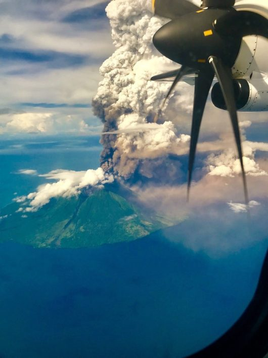 Manam - widok z samolotu