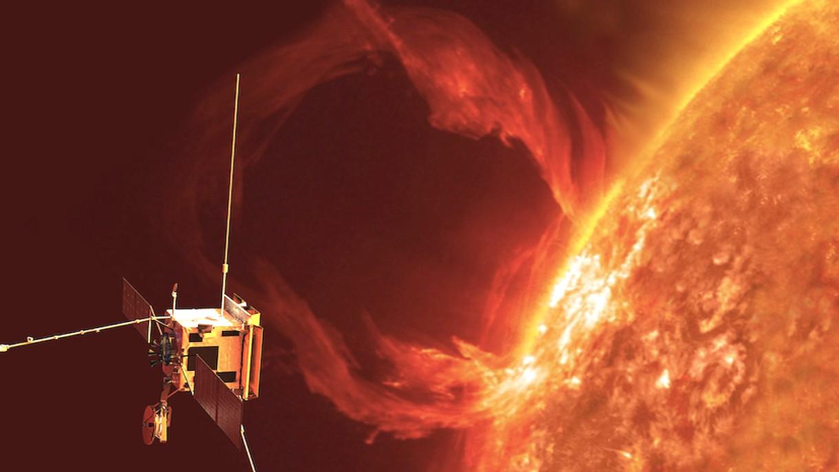 Na podstawie danych z Parker Solar Probe zmierzono intensywność przepływu elektronów i wyliczono potencjał pola elektrycznego Słońca