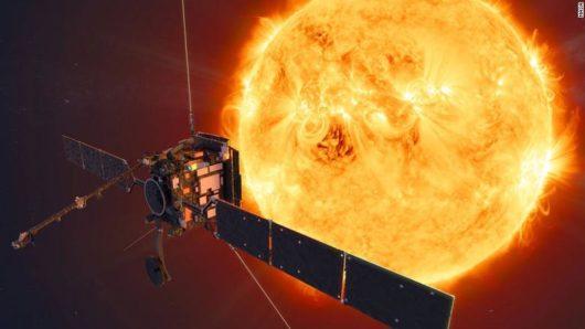 Sonda Solar Orbiter z pomocą asysty grawitacyjnych Wenus i Ziemi leci w kierunku Słońca, zbada między innymi słabo widoczne bieguny naszej gwiazdy