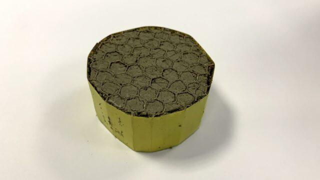 Powstał niezwykle lekki materiał izolacji akustycznej na bazie grafenu, metr sześcienny waży zaledwie 2.1 kg, gdzie metr sześcienny suchego powietrza waży 1.2 kg